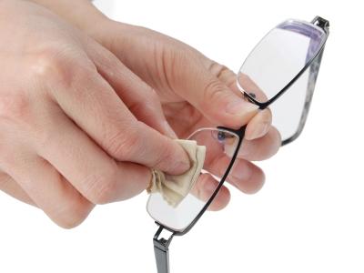 En ny brillepudseklud er et sjovt indstik i et magasin